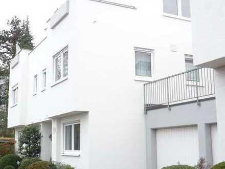 Doppelhaushälfte in HHL von Stgt.- Rohr, Reeßweg mit 2 Garagen 157,80 qm Wfl.