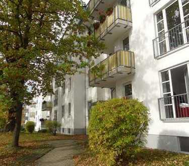 Sonnige Schloßberg-Wohnung mit EBK, Balkon, Lift und TG-Stellplatz sucht Sie!