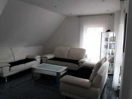 Neuwertige 6-Zimmer-Maisonette-Wohnung mit Balkon und Einbauküche in Baisingen