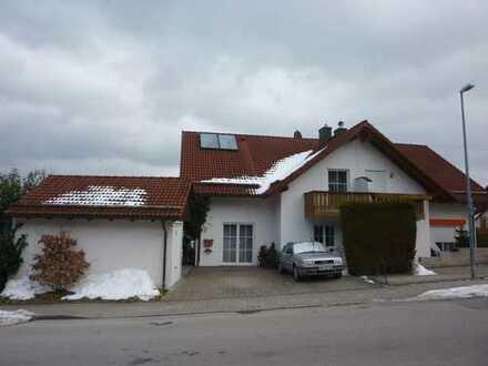 Doppelhaushälfte mit Einzelgarage und PKW-Stellplatz