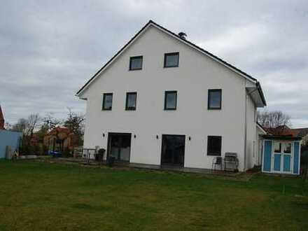 !!! NEUER PREIS !!! 4 Zimmer Wohnung mit Terrasse, EBK, Garten, PKW Stellplätze uvm... zu Verkaufen