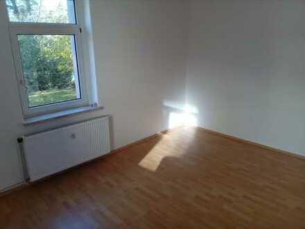 Sanierte Hochparterre-Wohnung mit zwei Zimmern in Oelsnitz/Erzg