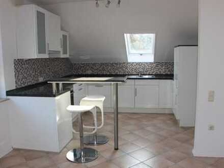 Vollständig renovierte 5-Zimmer-DG-Wohnung mit Balkon und Einbauküche in Bensheim von Privat