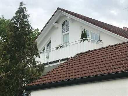 Geräumige und gepflegte 2-Zimmer-DG-Wohnung mit Balkon und Einbauküche in Feldkirchen