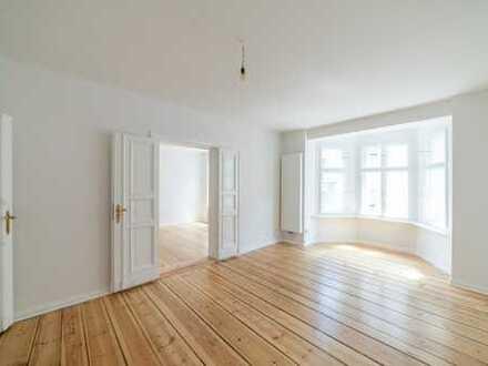 Hochwertig sanierte Altbauwohnung High-quality renovated period building apartment