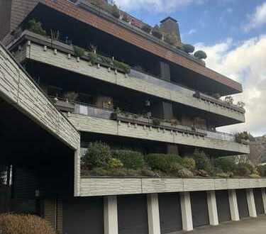 Großzügige, renovierte 3-Raum-Wohnung mit 2 Bädern, Kamin, gr. Balkon u. Aufzug