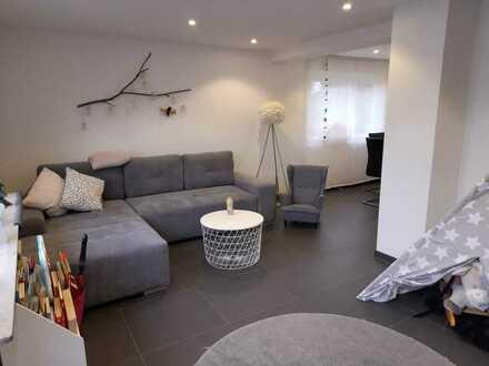 Wunderschöne, renovierte 2,5 Zimmer Wohnung (sofort frei) in toller Lage von Weil im Schönbuch