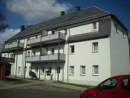 *** kleine 2-Raum Wohnung in grüner, ruhiger Lage mit Kaminofen***