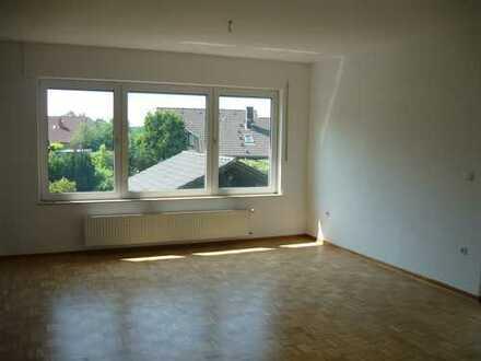 Helle freundliche Wohnung mit Balkon und Blick ins Grüne