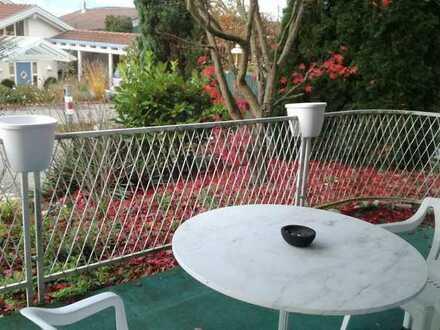 Nachmieterin für geräumiges (möbliertes) Zimmer mit Terrasse und EBK gesucht