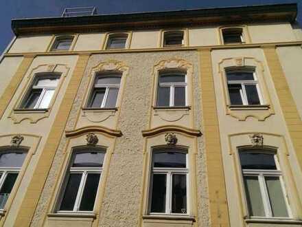 Schöne 2-Zimmer-Maisonette-Wohnung mit dachhohen Decken und Terasse