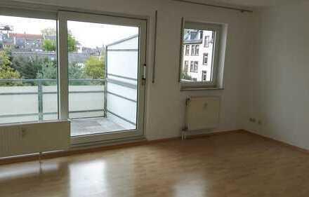 Stilvolle und helle, 2-Zimmer-Wohnung mit Balkon und EBK in Frankfurt