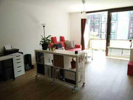 Stilvolle, geräumige 1-Zimmer-Terrassenwohnung mit Balkon und Einbauküche in Koln