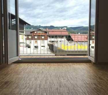 +++ Große & helle 3,5.-Zi.-Wohnung mit 110 qm Wfl. + EBK + Balkon + I.OG + Zentrum +++