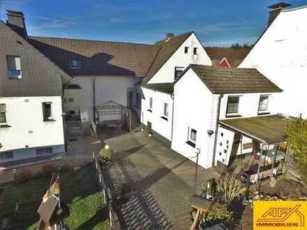 Familienhaus mit ELW - Schön gelegen - Auf großem Grund!