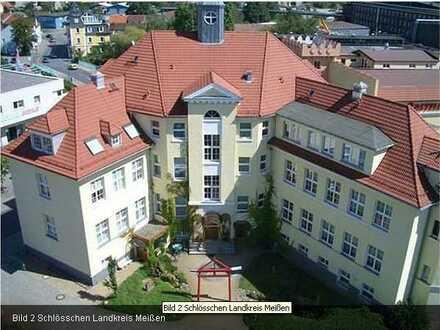 helle 4-Raum-Wohnung mit 2 Bädern, Lift und PKW Stellplatz
