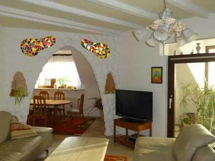 Attraktiv gestaltete 5-Zimmer-DG-Wohnung mit Balkon und Einbauküche in Mannheim-Rheinau