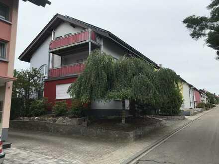 Gepflegte 3-Raum-DG-Wohnung mit Balkon und Einbauküche in Bischweier