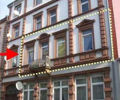 Renovierungsbedürftige 3-Zimmer-Wohnung in einem denkmalgeschützen Haus im Zentrum der Stadt!