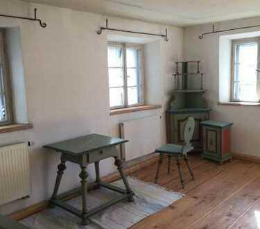 Helle 2-Zimmer-Wohnung mit Balkon und Einbauküche in schönem alten Haus in Oberammergau