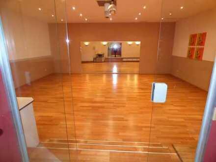 Komplett eingerichtete Tanzschule in zentraler Lage