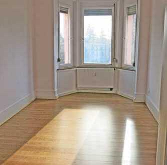 6074 - Teilsanierte 4-Zimmerwohnung mit Balkon in der Sophienstraße!