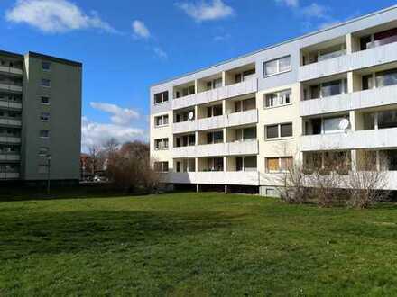 Erstbezug nach kompletter Sanierung mit EBK und Balkon: freundliche 4-Zimmer-EG-Wohnung in Rosdorf