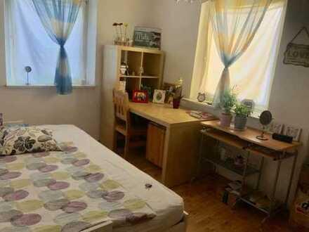 Möbliertes WG-Zimmer zur Untermiete. Bitte nur Mädels :) Lage: 80935 München, in der Nähe Olympiaze