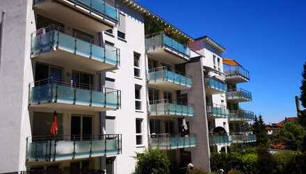 Stilvolle, geräumige und neuwertige 2-Zimmer-Wohnung mit Balkon und Einbauküche auf dem Weiherberg
