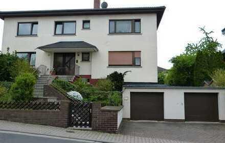 Großes 3-Familienhaus mit schönem Garten und zwei Garagen