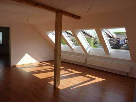 Wohngebiet Sand: Sehr helle 4-Zimmer-DG-Wohnung in 3-Fam-Haus