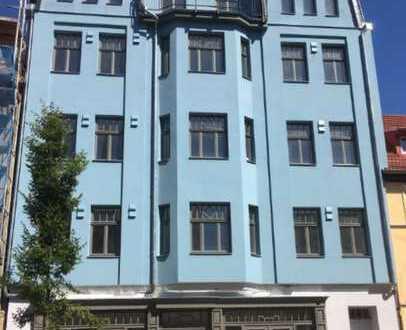 Wie wär's mit einer Wohngemeinschaft? 4 Zi., DG, 3 Balkone und Fahrstuhl am Pößnecker Stadtzentrum.