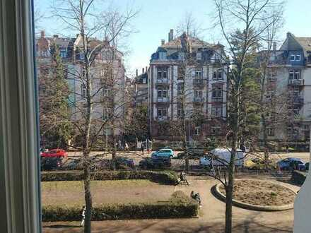 bright room with 2 other flatmates - all inclusive - Nordend-Ost close to Günthersburgpark