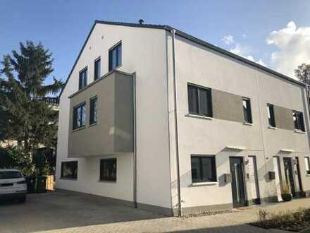 Moderne und großzügige Doppelhaushälfte in Top Lage