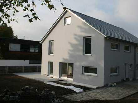 Neubau: DHH KfW 55 mit großem Garten in ruhiger idyllischer Ortsrandlage von Göggingen mit ELW zum A
