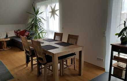 Neuwertige 3-Zimmer-DG-Wohnung mit Balkon und EBK in Ranstadt