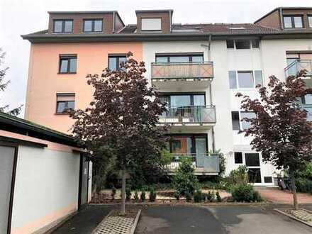 Schöne 3-Zimmer-Dachgeschosswohnung mit Balkon und Carport