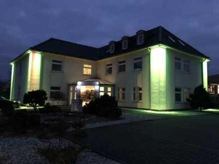Helle, besondere 3-Zimmer-DG-Wohnung mit Balkon und EBK im Nordseebad Carolinensiel
