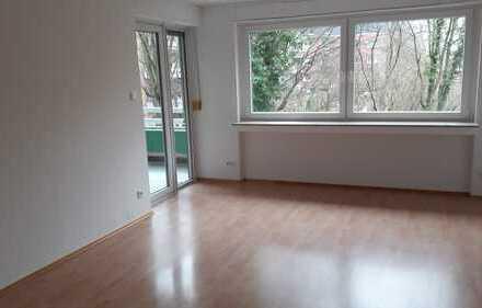 Ruhige, modernisierte 3-Zimmer-Wohnung mit Balkon in Köln Weiden