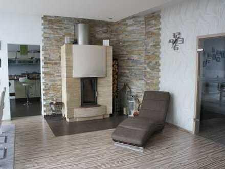Gepflegte 4-Zimmer-Wohnung möbliert mit Balkon, Einbauküche mit Geräten in Geislingen.