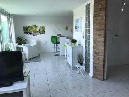 Neuwertige 2-Zimmer-Penthouse-Wohnung (Maisonette) mit Balkon und EBK in Hannover-Anderten