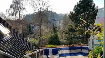 Schöne und zentral gelegene 2-Zimmer-Dachgeschosswohnung mit Balkon in Siegburg