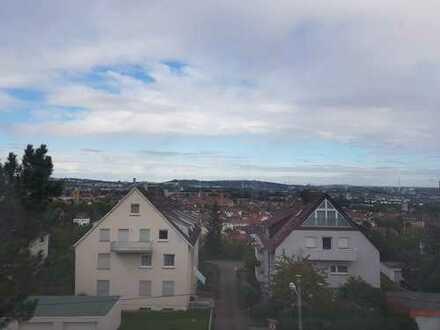 Stilvolle, vollständig renovierte 2-Zimmer-Maisonette-Wohnung mit Einbauküche in Stuttgart