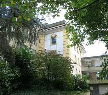 Wohnen in zentraler Villa im Grünen