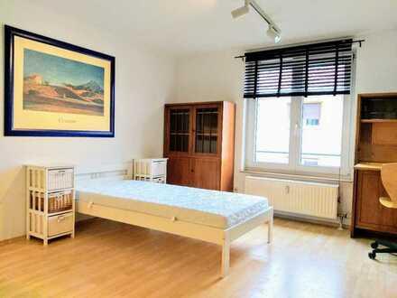 Schöne, hochwertig möblierte 1-Zimmer-Wohnung 23m² in gepflegtem Mehrfamilienhaus Bj. 1992
