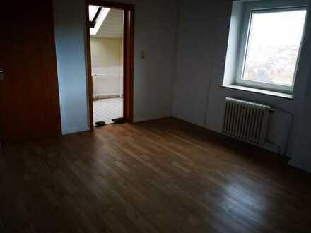 1 Zimmer, Küche Bad Wohnung, neu renoviert in ruhiger Wohnanlage