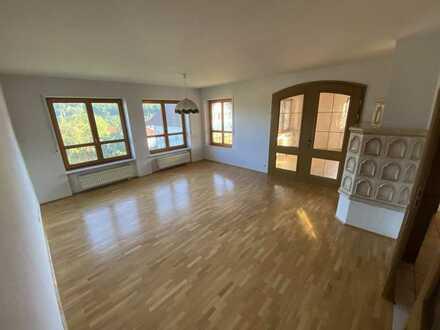 Gepflegte 5-Raum-EG-Wohnung mit Balkon und Einbauküche