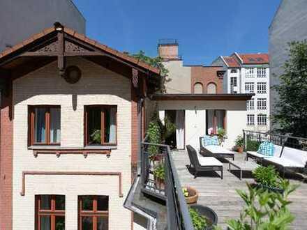 Bergmannkiez: Attraktives Stadthaus im Hinterhof mit Remise!