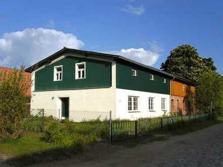 Haus und Grundstück in der Nähe des Torgelower Sees