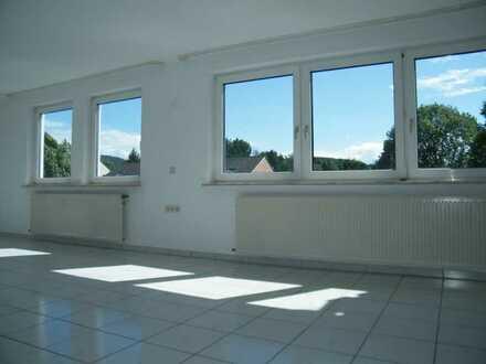 Nachmieter gesucht! Große und gut geschnittene Wohnung mit Balkon. Einziehen und wohlfühlen.